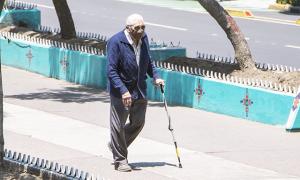 anziano bastone covid